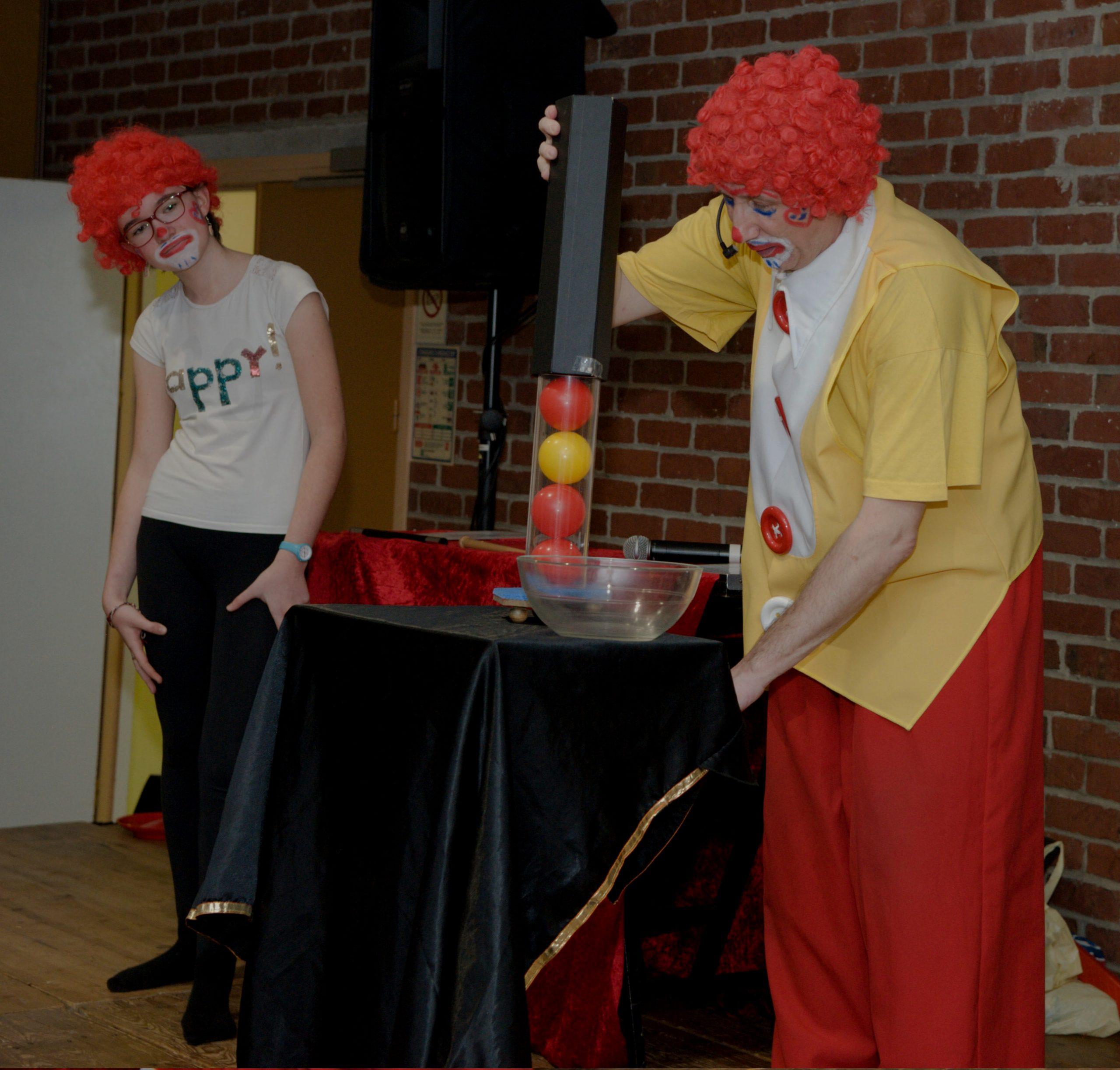clown magicien et les lunes de jupiter