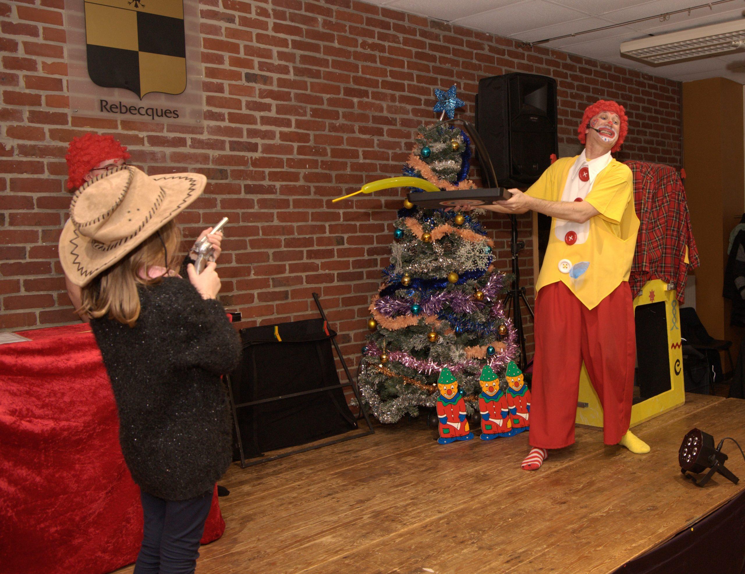 clown magicien et le tir aux ballons
