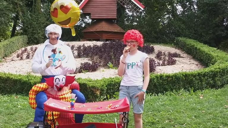 clown magicien à la brocante